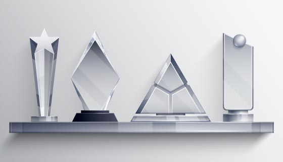 四个不通形状的透明水晶奖杯矢量素材(EPS)